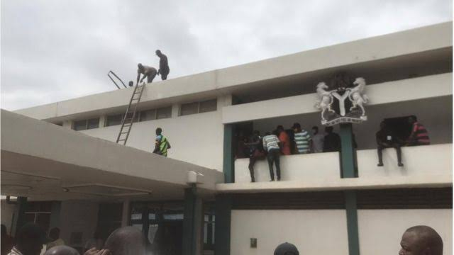 Drama: Edo House of Assembly Roof Taken Down