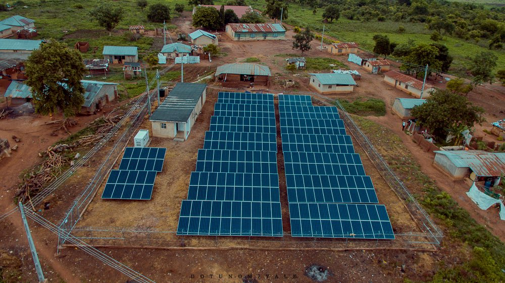Oyo state government commissions 100kW solar hybrid mini-grid project at Itesiwaju Local government