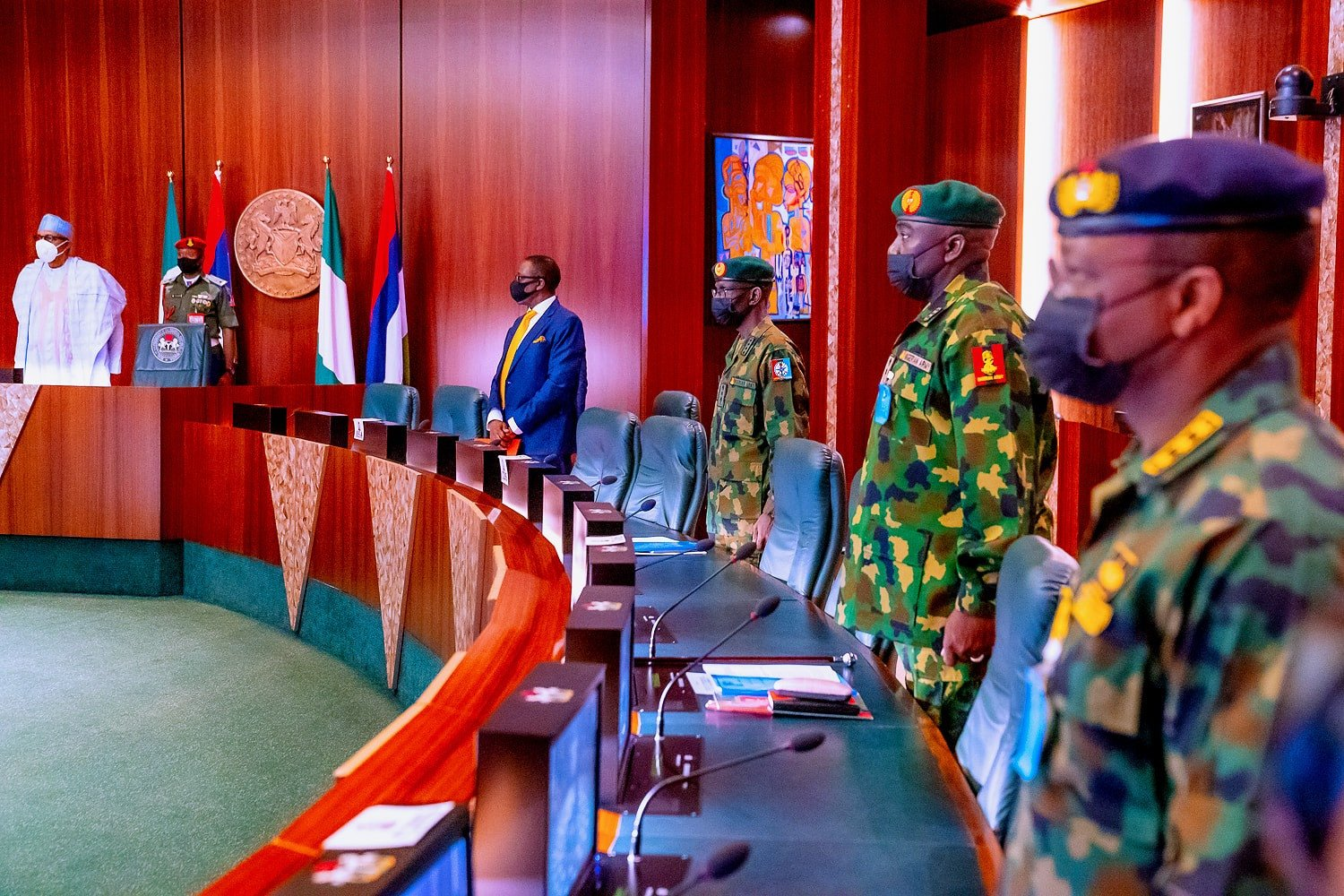 President Buhari meets with Osinbajo and Service chiefs ahead of UK medical trip