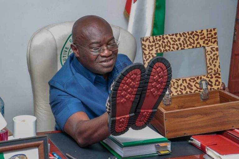 """(PHOTOS) Abia  State Governor, Okezie Ikpeazu flaunts his """"made in ABA"""" sandals"""