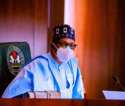 President Buhari swears in five new permanent secretaries
